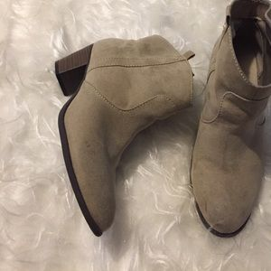 Old navy booties size 8